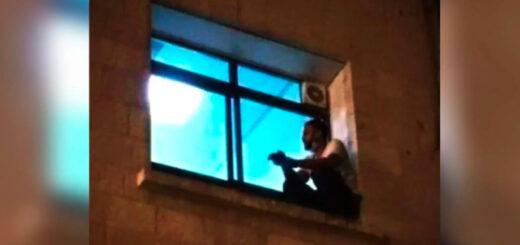 Trepó hasta la ventana del hospital para ver a su mamá antes de que muera por coronavirus