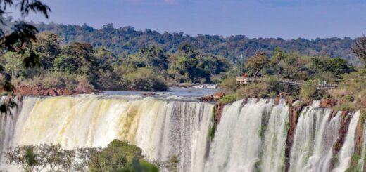 El ministro de Ambiente de la Nación felicitó a los primeros 200 visitantes que participaron ayer de la reapertura de Cataratas del Iguazú