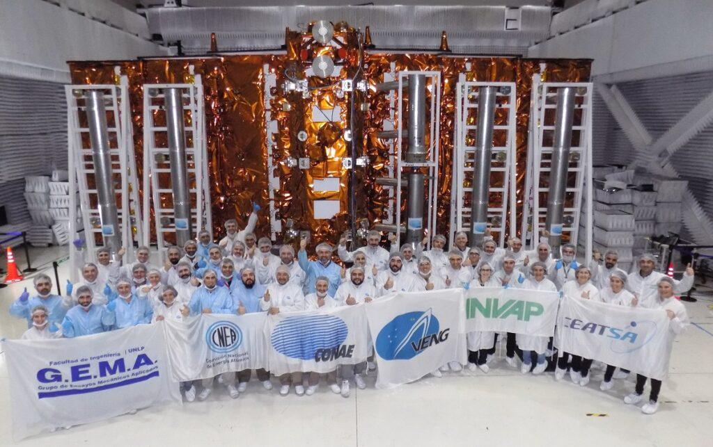 El segundo Satélite Argentino de Observación con Microondas (SAOCOM) será lanzado en los próximos días y tiene a dos misioneros en su equipo