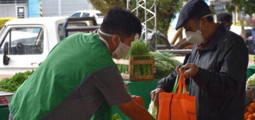 Cada vez más consumidores utilizan las bolsas de tela en sus compras en las Ferias Francas