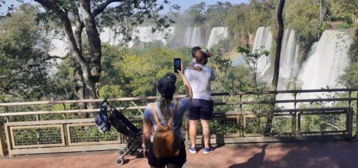 Con un clima espectacular, los vecinos de Puerto Iguazú visitaron las Cataratas