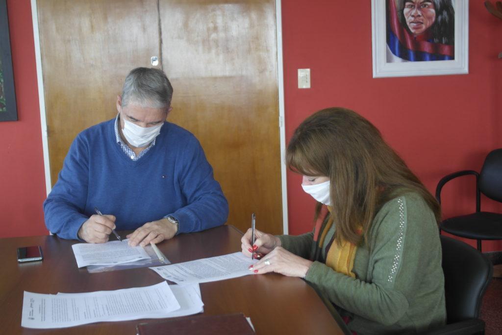 Firman el convenio para generar proyectos educativos