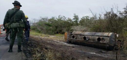 Volcó un camión cisterna con nafta, explotó y dejó siete muertos