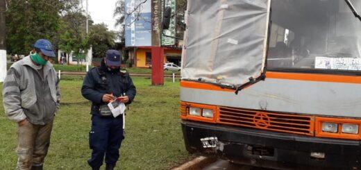 La Policía retuvo dos micros que trasportaba tareferos sin condiciones de seguridad