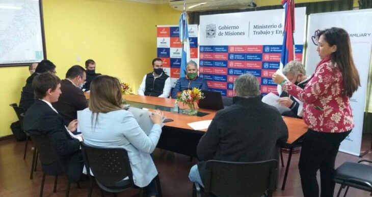 En Misiones se firmó el primer acuerdo en el país de camiones bitrenes entre las empresas prestatarias de Arauco y el Sindicato de Camioneros.