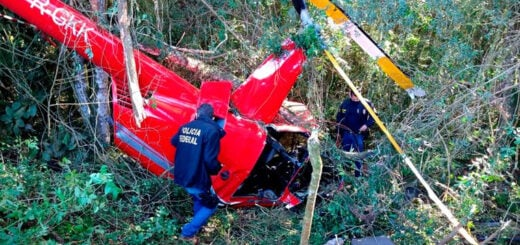 Se estrelló un helicóptero en São Paulo y el piloto pidió ayuda a los vecinos para sacar su carga: llevaba 300 kilos de cocaína