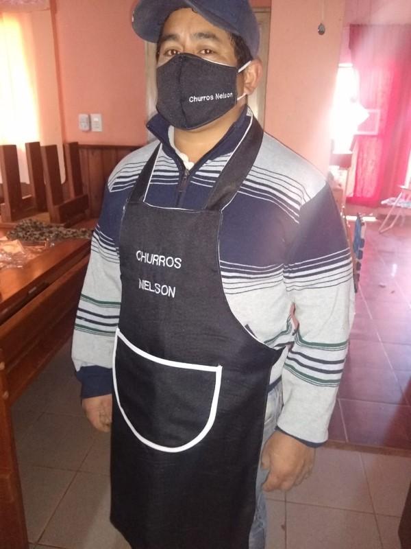 El gobernador de Corrientes visitó al niño que se compró una bicicleta vendiendo churros cocinados por su mamá