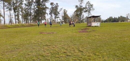 La Policía intervino ante unas 50 personas que intrusaron las canchas del Hipódromo para evadir la cuarentena y jugar al fútbol