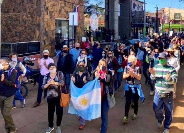 """Iguazú se sumó a la marcha nacional solicitando el tratamiento de la """"Ley de Emergencia Turística"""""""