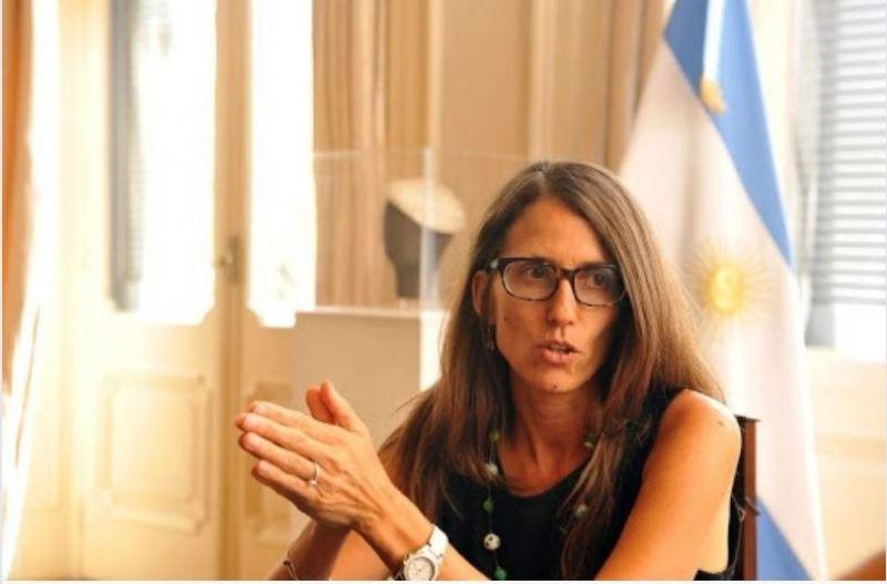 エリザベス・ゴメス・アルコルタ大臣が共同プログラムを発表