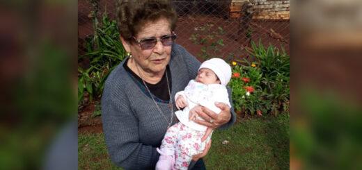 Cinco generaciones de mujeres y el orgullo de una tatarabuela jovial y activa en el sur de Misiones