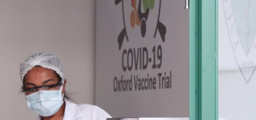 """La vacuna contra el coronavirus de la universidad de Oxford produjo una """"doble defensa"""" contra la enfermedad en su primera fase de testeo"""