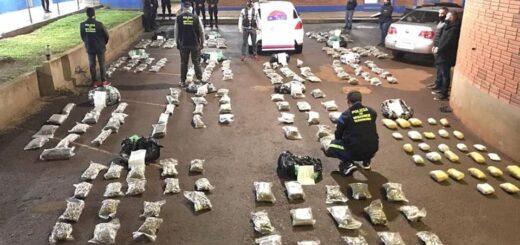 las flores de marihuana estaban ocultas en bolsas en el baúl del auto