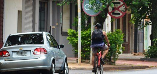 """Comerciantes de la avenida Francisco de Haro aseguran que sus ventas """"cayeron un 90%"""" debido a las multas por estacionar sobre la ciclovía"""