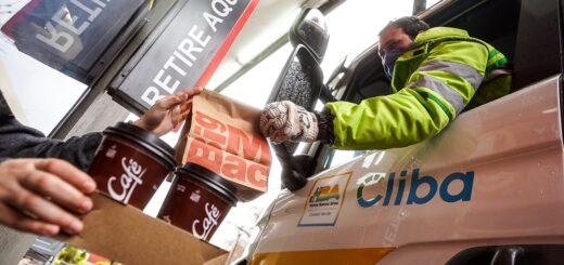 """""""Héroes sobre ruedas"""": un desayuno gratis para quienes están trabajando en la calle durante esta pandemia"""