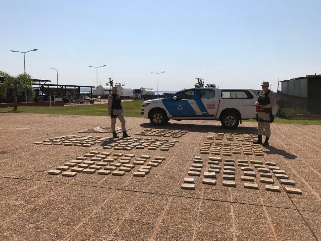 Seguridad: Prefectura Naval secuestró un cargamento de casi 255 kilos de marihuana que flotaba en el río Paraná