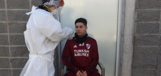 Quiénes son los siete futbolistas que dieron positivo de coronavirus en las últimas horas