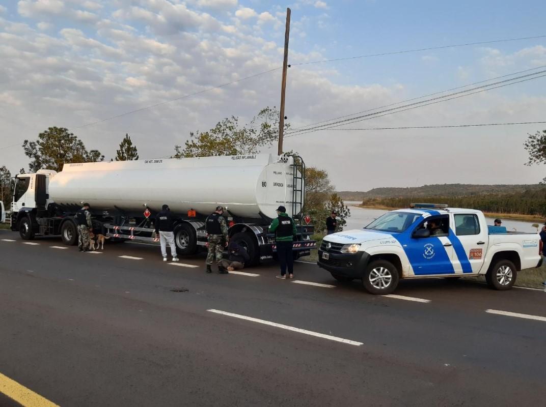 Prefectura decomisó un cargamento millonario de marihuana que salió de San Ignacio oculto en un camión cisterna