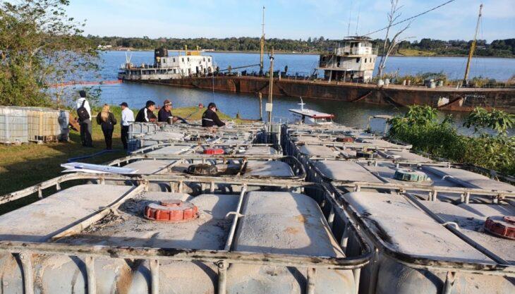 Organismo ambiental de Paraguay informó que concluyeron las tareas de extracción del líquido oleoso del buque varado en Itapúa «sin ningún daño ambiental»