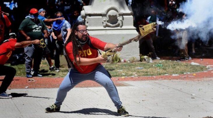 Le concedieron prisión domiciliaria al militante de izquierda que provocó disturbios frente al Congreso en 2017