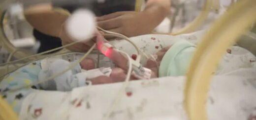 Gemelas de 40 días fueron diagnosticadas por coronavirus y están aisladas con su madre