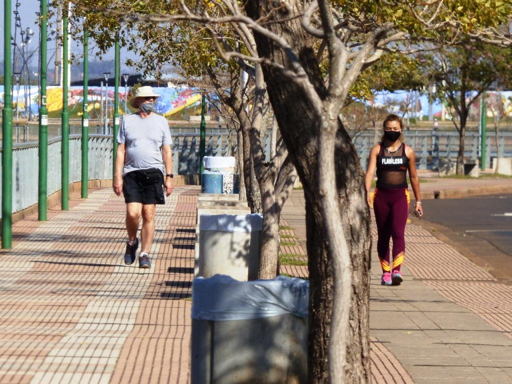 Caminata recreativa: con 28 grados de temperatura, los posadeños disfrutan de la jornada al aire libre