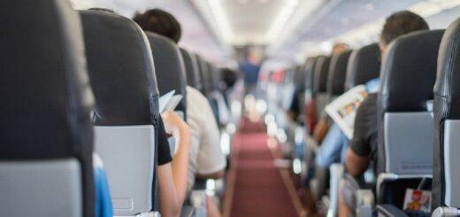 Obligaron a bajarse del avión a un niño de 3 años con autismo porque no tenía el barbijo puesto