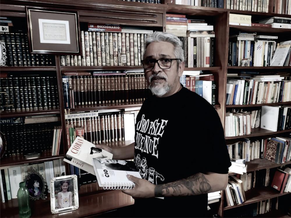"""Desde agosto, una editorial misionera de libros ofrece cajas literarias en carácter de """"membresía"""""""