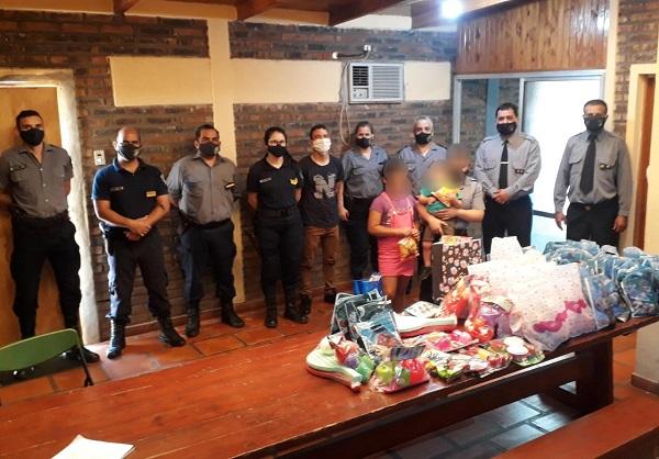 La Policía de Misiones agasajó a niños en toda la Provincia