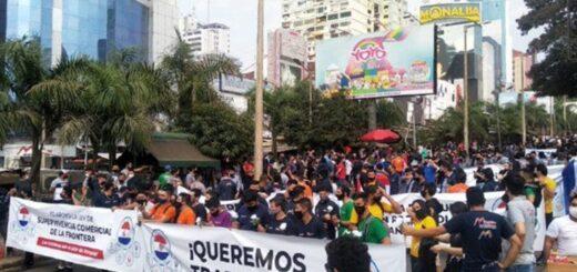 Multitudinaria protesta en Ciudad del Este para exigir la reapertura de la frontera