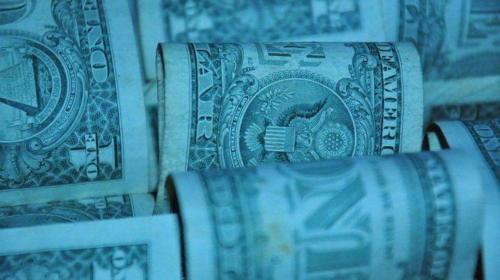 El dólar blue opera en baja ante un mercado casi paralizado
