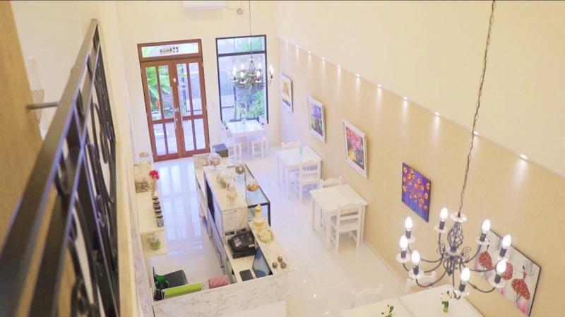 El trabajo arquitectónico para recuperar una vieja construcción de estilo europeo en una moderna casa de Té en Posadas