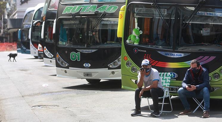 Atraso en el pago de subsidios nacionales agudiza la crisis del transporte de larga distancia: en Misiones, choferes reclamaron salarios adeudados