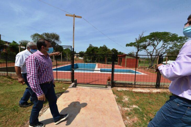 Aniversario de Puerto Esperanza: el gobernador Oscar Herrera Ahuad agasajó a pioneros y recorrió obras