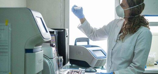 Reanudan los ensayos clínicos de la vacuna de Oxford