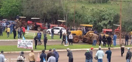 Productores de Aurora protestaron contra Prefectura y advirtieron que no permitirán que les incauten sus tractores contrabandeados