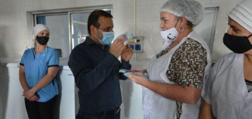 Oscar Herrera Ahuad entregó subsidio a una compañía láctea de Misiones