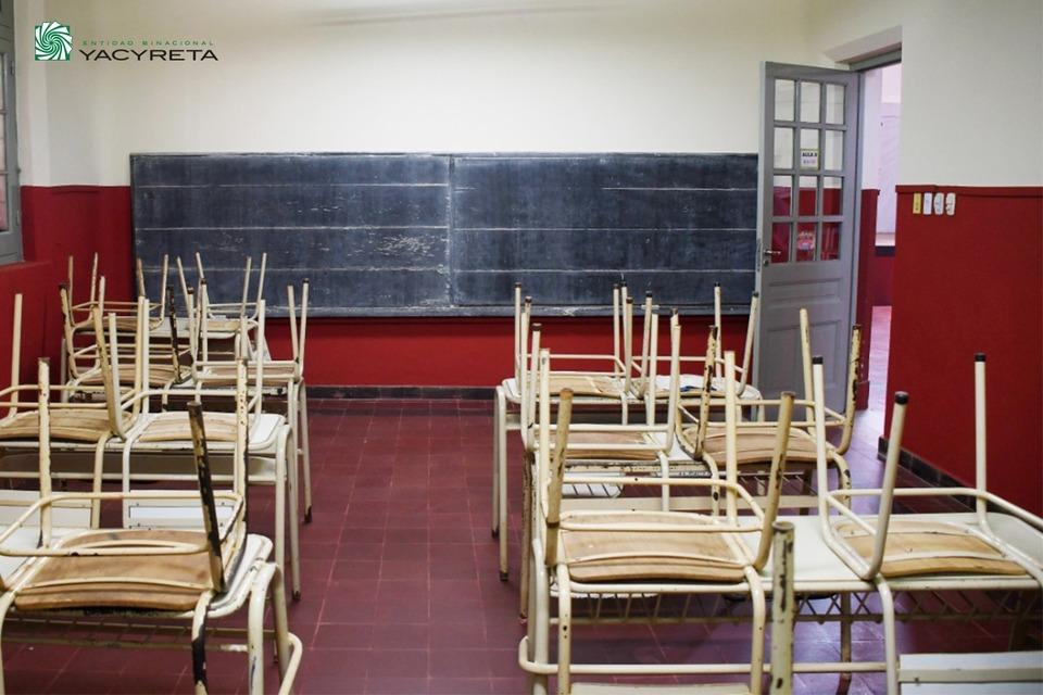 Yacyretá realiza obras de mejoramiento en la Escuela de Adultos N° 29 de Candelaria