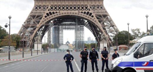Evacuaron la Torre Eiffel por una amenaza de bomba: la policía acordonó el área