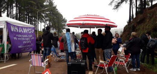 Docentes realizan una protesta y cortan la Ruta 14 a la altura de Dos de Mayo