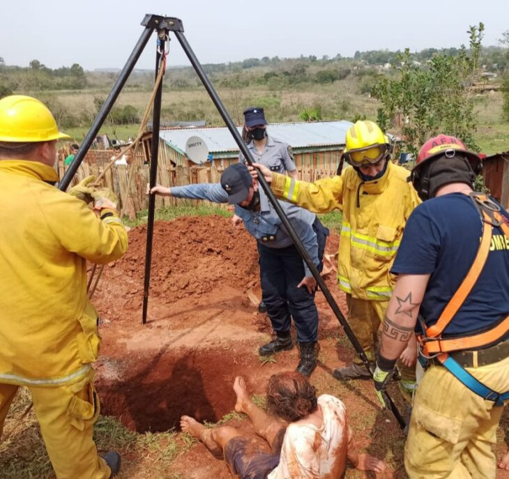 Campo Grande: rescatan a un hombre que cayó en un pozo de unos 10 metros de profundidad