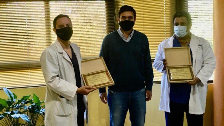 Eldorado 101° aniversario: otorgaron reconocimientos a los médicos Roberto Velázquez y Gastón Gómez Cuba