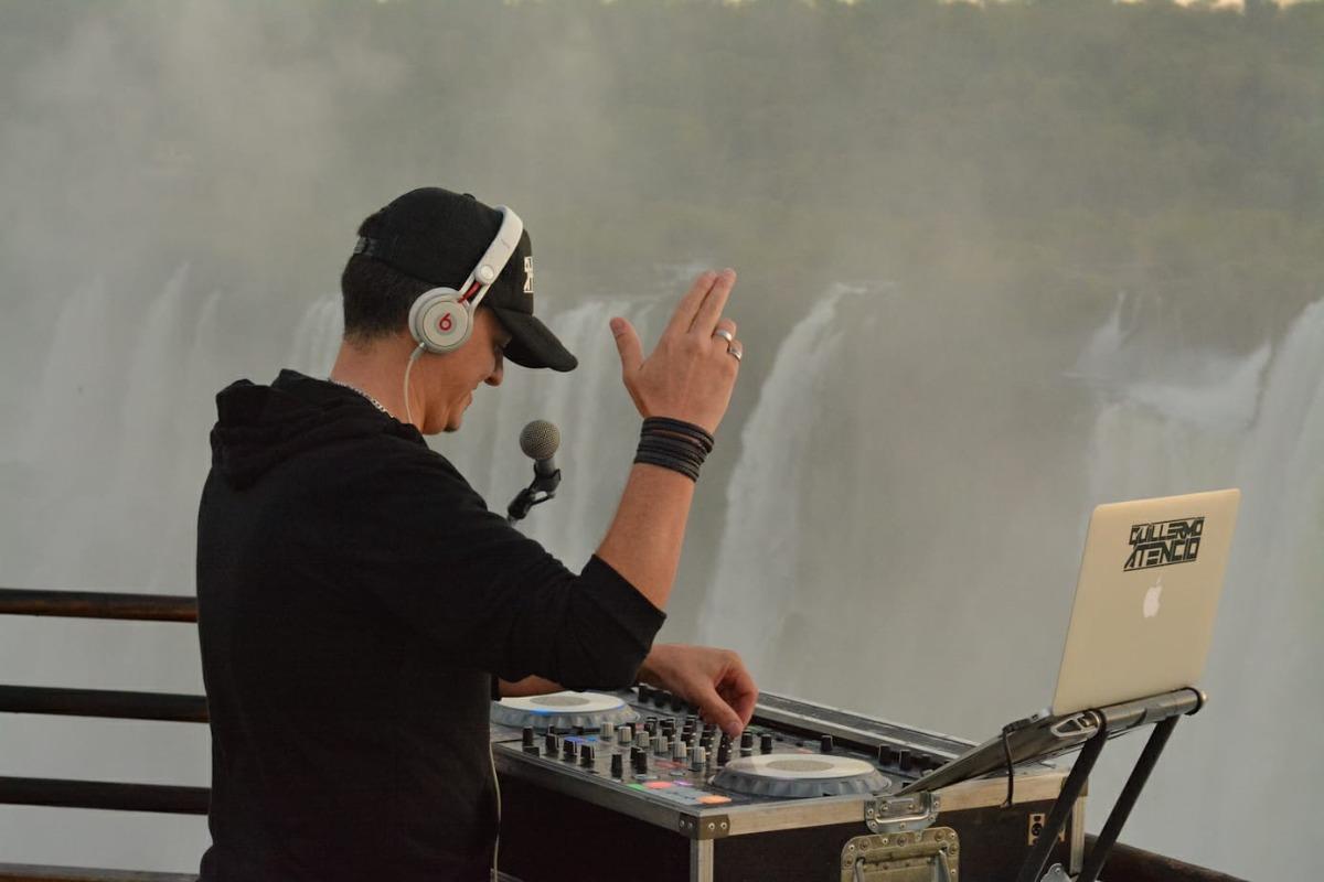 Guillermo Atencio es el primer DJ argentino en tocar en la Garganta del Diablo