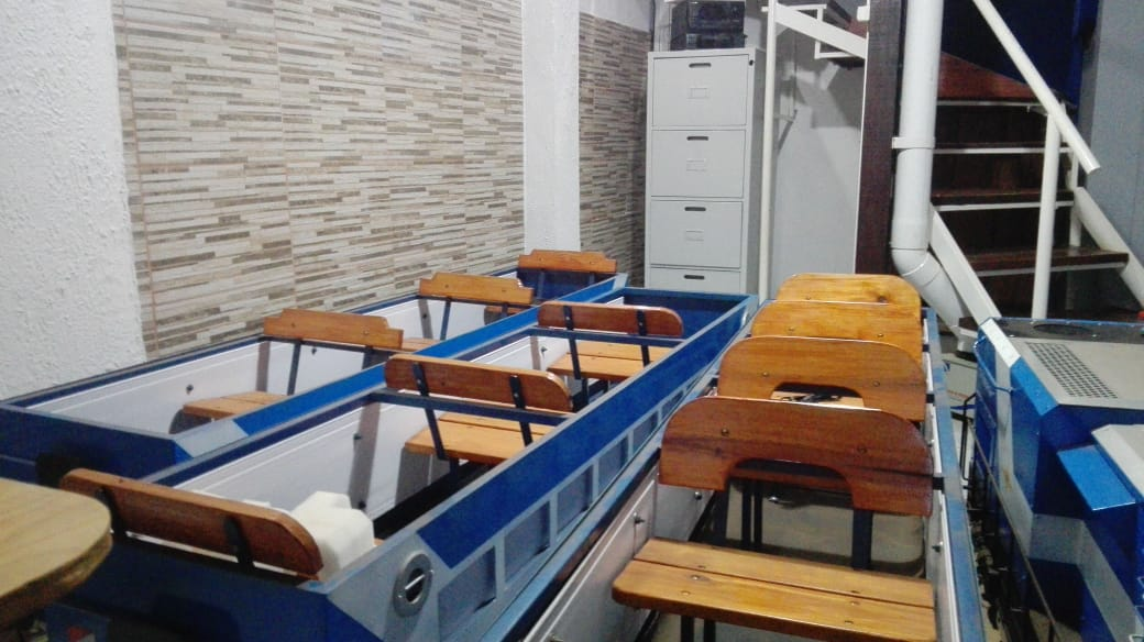 Sobre rieles: un fanático de los ferrocarriles fabrica trenes para niños en Virasoro