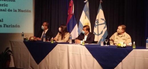 Conferencia de prensa del gobernador Oscar Herrera Ahuad, junto a la ministra de Seguridad y el jefe de la Prefectura Naval Argentina