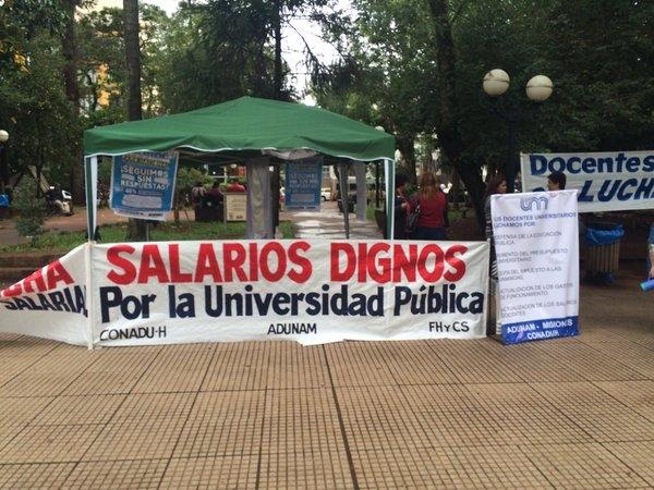 Docentes universitarios iniciarán huelga mañana exigiendo equipamiento tecnológico para sus clases y reapertura de las paritarias