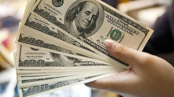 Los bancos vuelven a vender el dólar «solidario» desde este lunes: cuáles son las restricciones para la compra