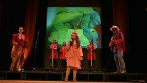 La niña cantante misionera Eva Luna presenta este viernes un nuevo repertorio musical