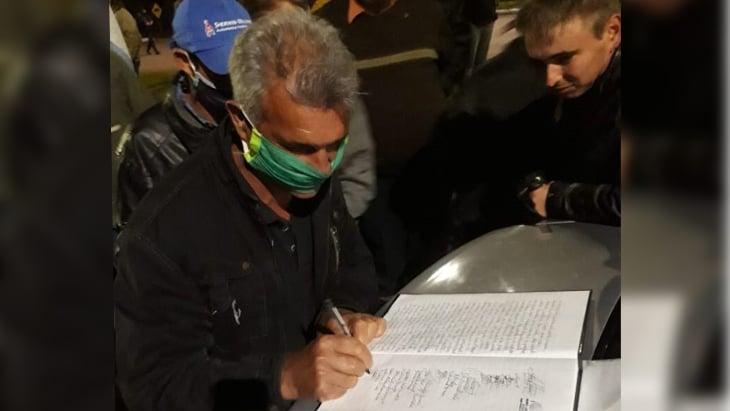 Tras una gestión del gobernador Herrera Ahuad, los colonos del Alto Uruguay firmaron una tregua con Prefectura en el conflicto por los tractores contrabandeados desde Brasil