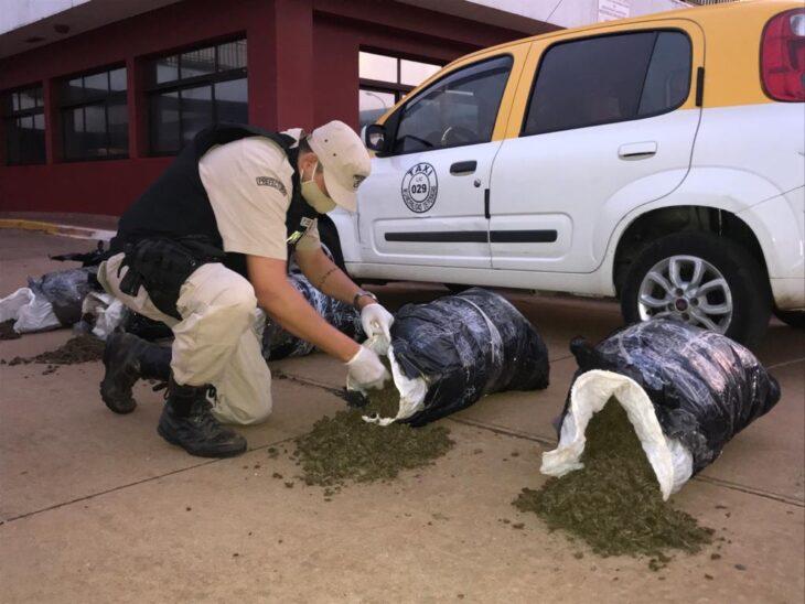 Posadas: Prefectura detuvo a dos hombres que transportaban marihuana